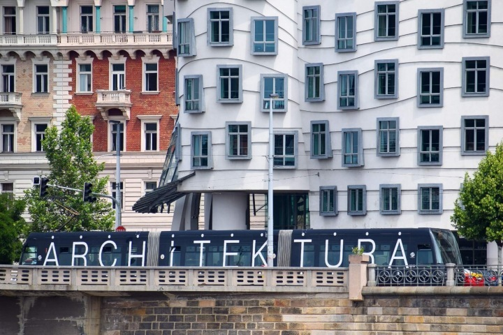 Architram travels the streets of Prague