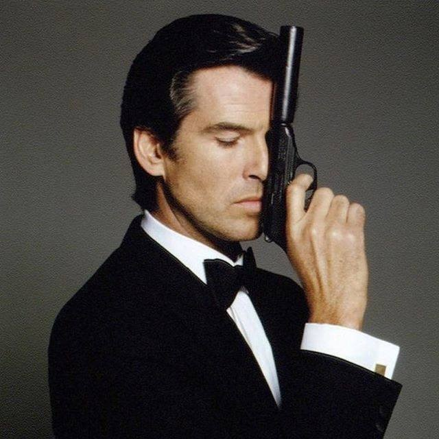 Brosnan jako James Bond.