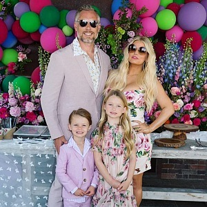 Jessica Simpson with family