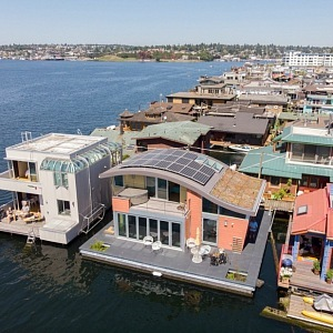 Houseboat of Michelle Lanker and Bill Bloxom